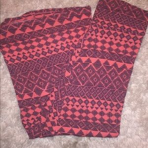 Aztec style Red maxi skirt. Charlotte Russe. Sz L
